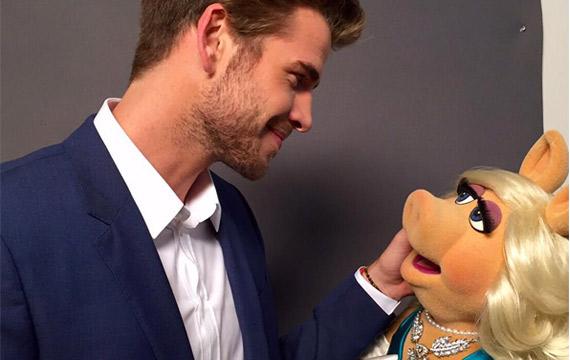 Liam-Hemsworth-Miss-Piggy