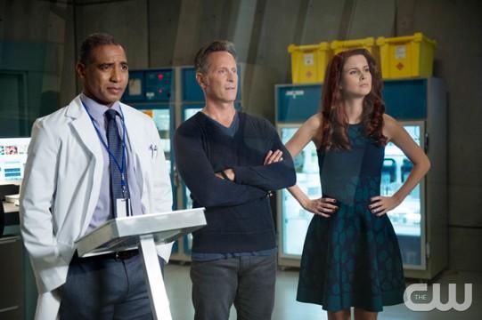 Pictured (L-R): Chris Shields as Dr. Lockett, Steven Weber as Vaughn and Leanne Lapp as Gilda Photo Credit: Diyah Pera/The CW