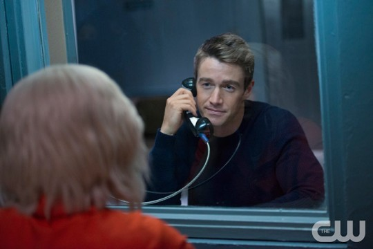 Pictured (L-R): Robert Buckley as Major and Rose McIver as Liv (back to camera) Photo Credit: Diyah Pera/The CW