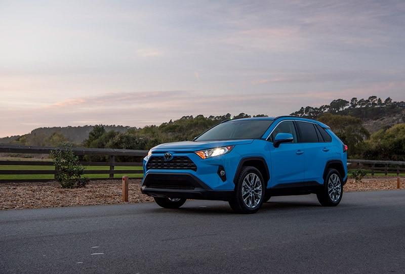 2019_Toyota_RAV4_XLE_Premium_AWD_BlueFlame_01