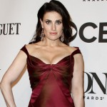 'Frozen' Star Idina Menzel Accidentally Flashed Crowd During Concert