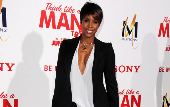 Kelly Rowland Makes Building Houses While Pregnant Look Easy