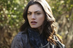Pictured: Phoebe Tonkin as Hayley Photo Credit: Quantrell Colbert/ The CW