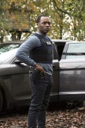 Pictured: Malcolm Goodwin as Detective Clive Babineaux Photo Credit: Katie Yu/ The CW