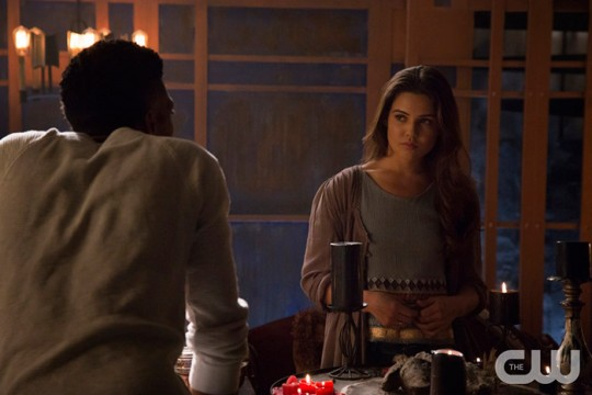Pictured: Yusuf Gatewood as Vincent (back to camera) and Danielle Campbell as Davina Photo Credit: Annette Brown/ The CW