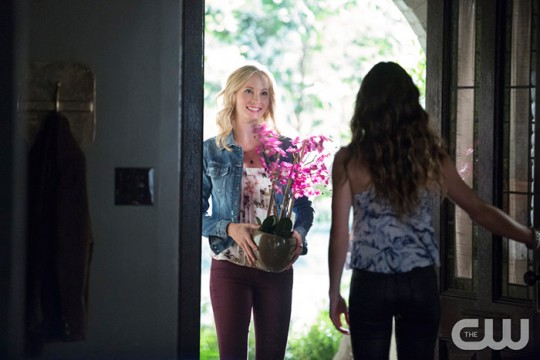 Pictured (L-R): Candice King as Caroline and Scarlett Byrne as Nora (back to camera) Photo: Bob Mahoney/The CW