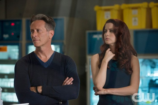 Pictured (L-R): Steven Webber as Vaughn and Leanne Lapp as Gilda Photo Credit: Diyah Pera/The CW